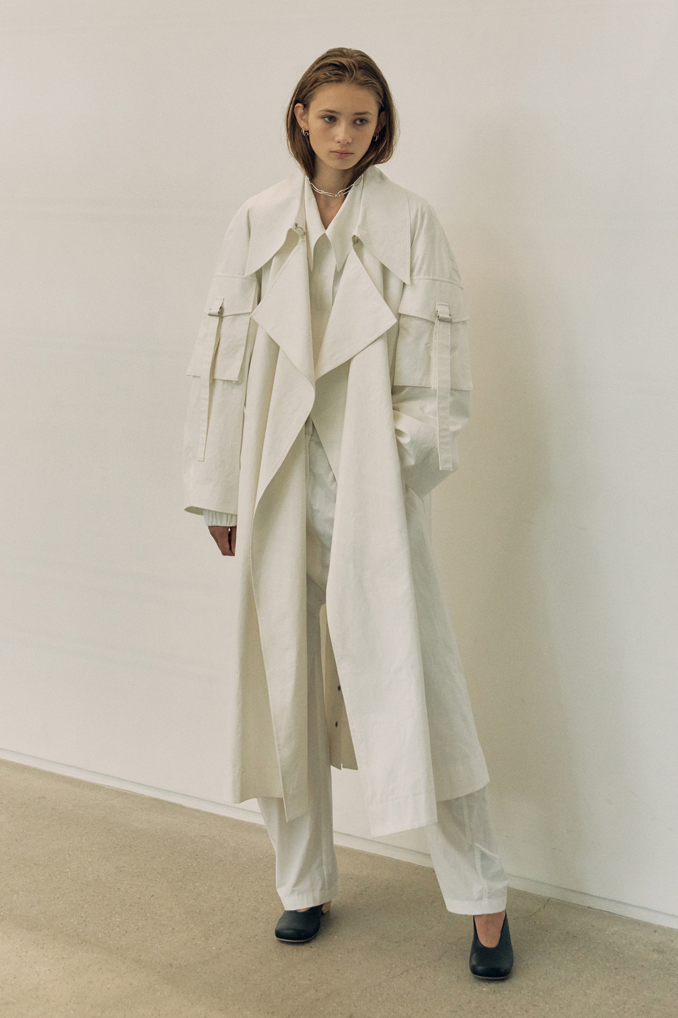 [3/17 예약배송] 20SS SLEEVE POCKET TRENCH COAT - WHITE