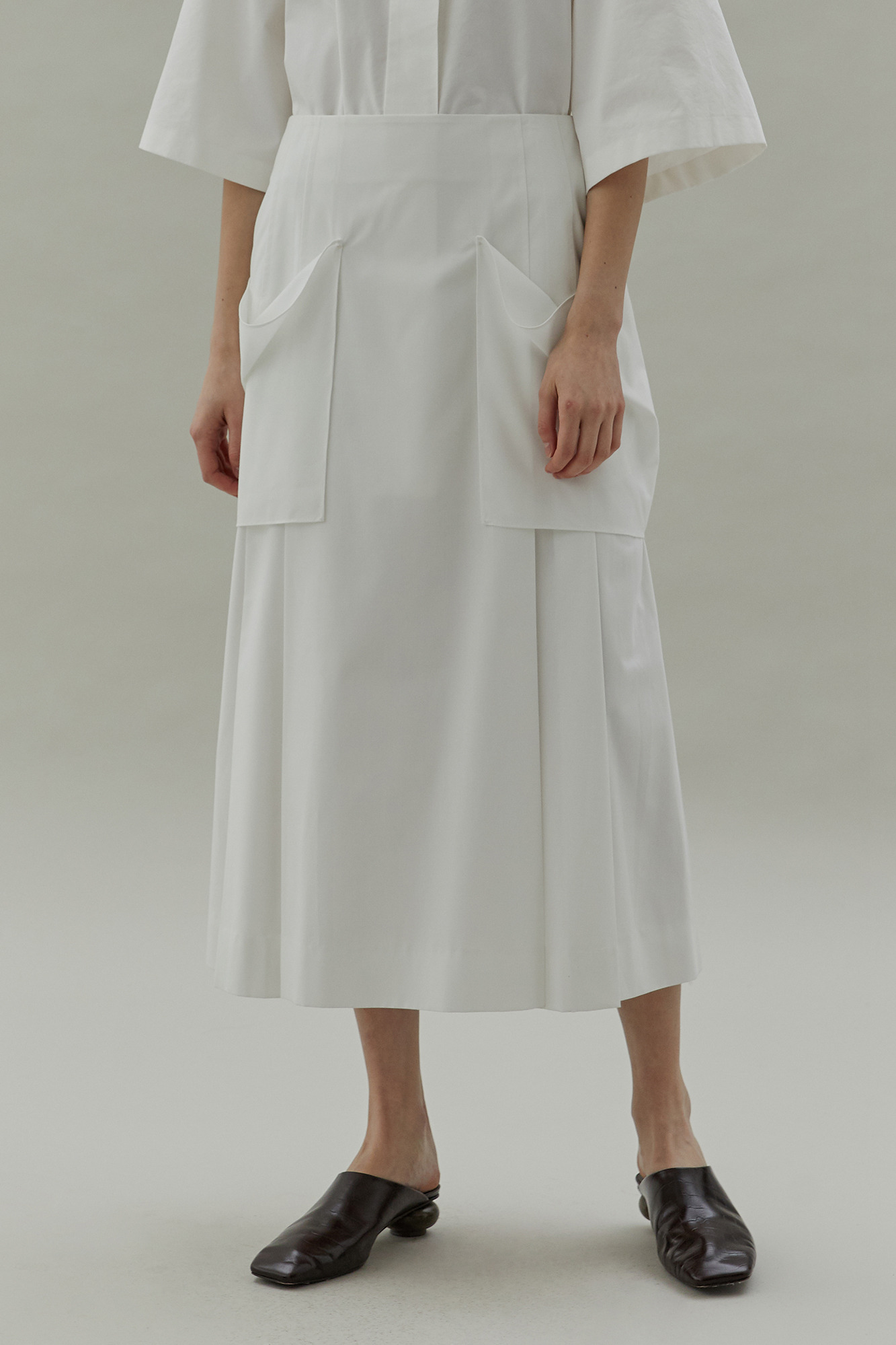 20SS PLEATS POCKET DETAIL SKIRT - WHITE