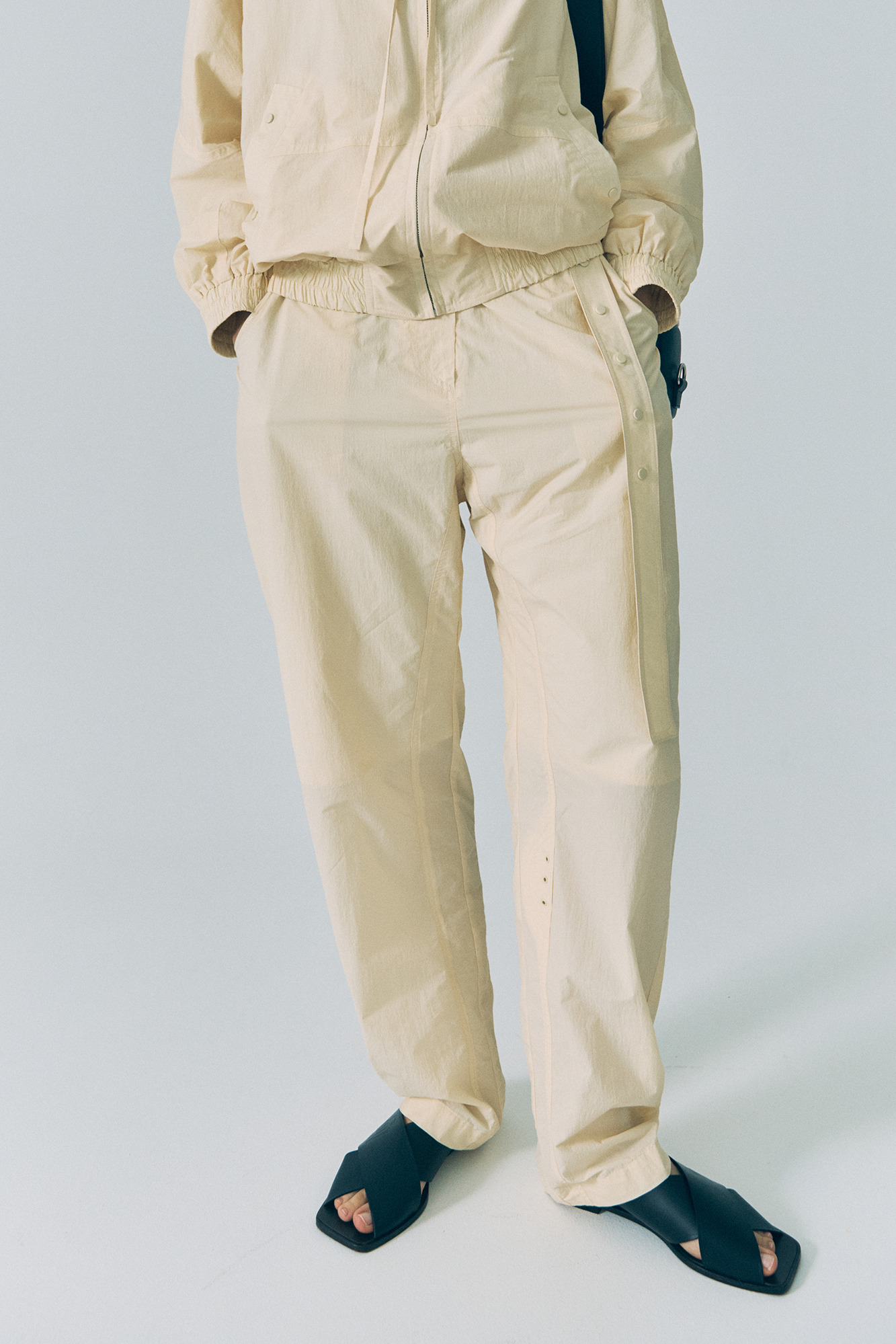 [3/13 예약배송] 20SS SNAP BELT PANTS - CREAM